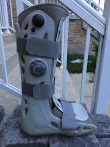 Broken ankle air-cast walking boot mens large (fit size mens 13)