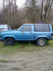 1988 Ford Bronco 2. 2.9 v6. Four wheel drive for parts