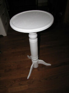 """Homemade 15"""" Round Oak Pedestal Table/ Plant Stand"""
