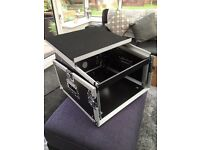 Mixer flight case with 6 u rack space and shelf new
