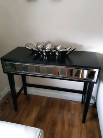 Black and mirror console table