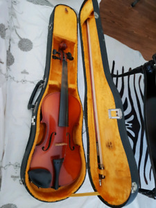 Full sized Suzuki Violin c/w Bow, Case