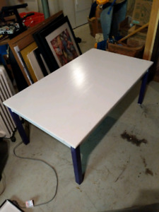 Purple&white coffee and games table