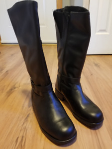Price Reduced!! Women's Leather Winter Boots