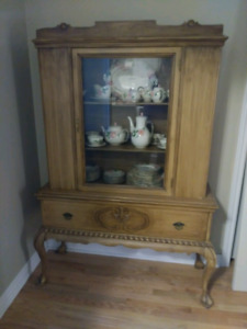 Beautiful china cabinet with Queen Anne legs and long drawer.