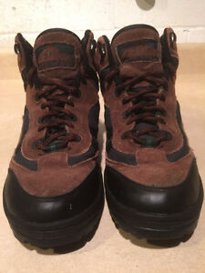 Women's Cedar Ridge Hiking Boots Size 6 London Ontario image 5