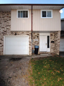 8010 MOLNAR, WINDSOR ONTARIO - MUST BE SOLD! IMMED. POSS