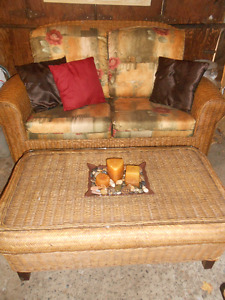 5 PIECE LIVING ROOM OR SUNROOM RATTAN CONVERSATION SET