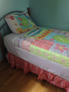 Young girl bedroom decor