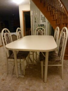 Nice table and 5 chairs set