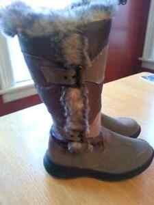 COUGAR winter boots size 7, new