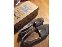 Women's toms shoes size uk 4
