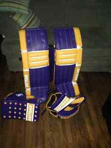 """35""""+2"""" pro goalie equipment gloves and pads"""