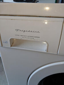 LAUNDRY MACHINE ( No damage - in a working condition)