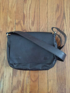 M0851 - Brown Leather - Small Messenger Bag/Purse