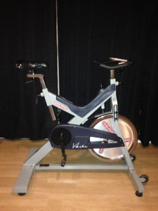 INDOOR EXERCISE/. TRAINING  SPIN BIKE  STAR TRAC