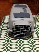 Pet carrier/taxi like New!!! $20