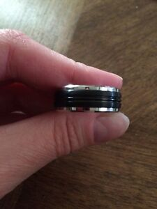 Brand new men's wedding band / ring