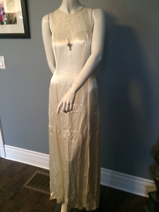 8. NEW Unworn Vintage Look Wedding Dress Size 8ish