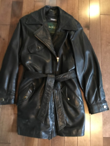 Ladies deep green leather coat with zip removable lining. $25