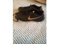 Ladies Nike trainers xlnt cond size 5