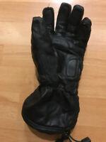 Lost one glove (Creekside Dr Bike Path (near Granville island))