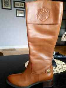 Brown leather boots, size 6
