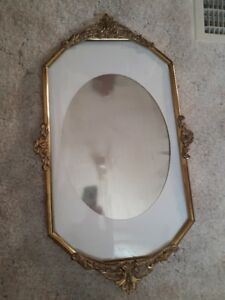 ANTIQUE OVAL BRASS PICTURE FRAME