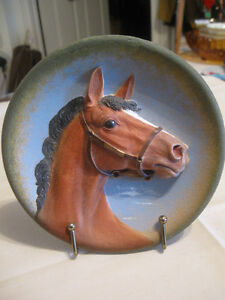 BEAUTIFUL OLD VINTAGE 3-DIMENSIONAL THOROUGHBRED HORSE PLAQUE