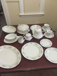 Noritake Melissa Fine China - Complete Set, 10 Place Settings