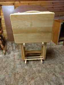 Set of 4 folding tables and stand