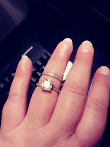 Beautiful Engagement Ring Set Pick Up Only