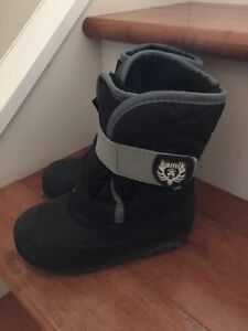 Excellent like new size 9 toddler warm kamik boots