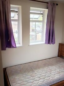 --- Lovely Room In New Malden £370pm ---