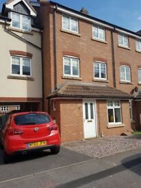 Rooms to rent in large house mony-hull