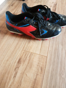 Diadora Soccer shoes for teenage kid