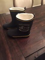 Boys lines rubber boots.  Size 2 never worn.