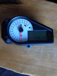 Gsxr 750 speedometer and tacometer cluster