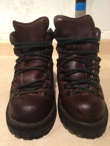 Women's Danner Gore-Tex Hiking Boots Size 6 London Ontario image 5