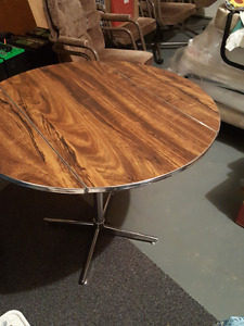 Table 70's chic - $50