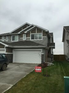 3 bedroom 1/2 Duplex w Double Car Garage in Fort Saskatchewan