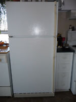 ENSEMBLE Cuisiniere/Frigo GE Beaumark***excellente condition***