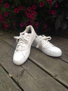 White FILA sneakers with memory