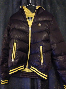 Converse duckdown jacket/Can deliver to some places