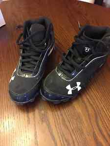 UNDERARMOUR BASEBALL SHOES - MENS SIZE 10.5