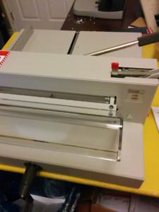 Triumph 4205 manual paper trimmer
