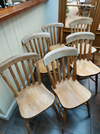 6x wooden farmhouse kitchen / dining chairs. (Not identical)