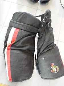 hockey shell  padded pants -L