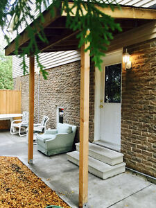 Partially Furnished Bachelor apartment in Thornhill for Lease