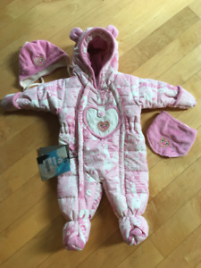 New  One piece Snowsuit for babygirl 6M,